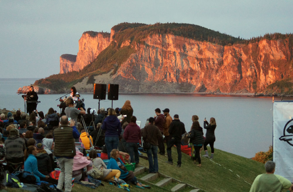 Milk&Bone entertains the sunrise crowd at the 2016 concert at Cap-Bon-Ami